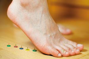下床一踩地就足跟痛,中老年小心足底筋膜炎。